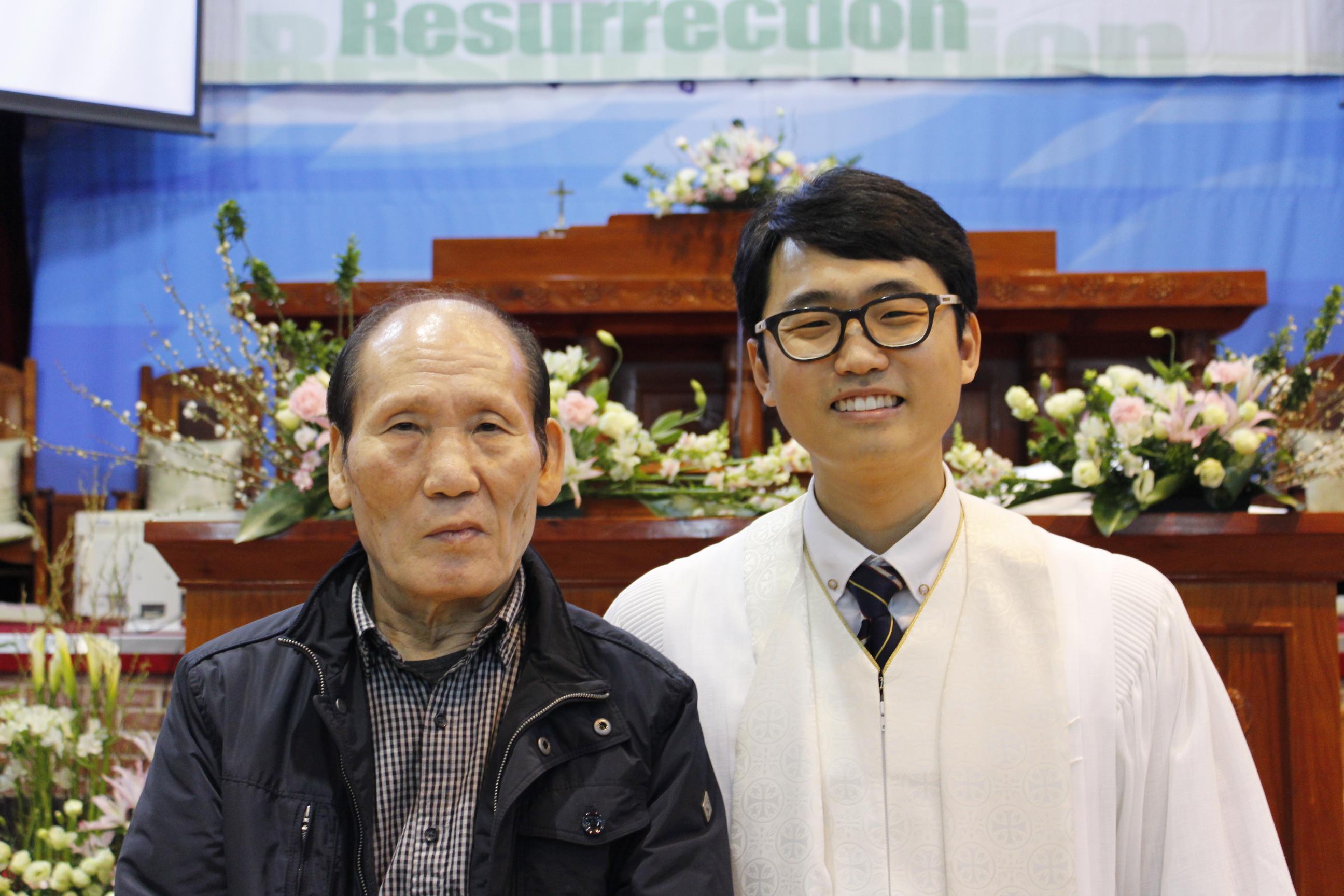 장년 세례식 사진 (11).JPG