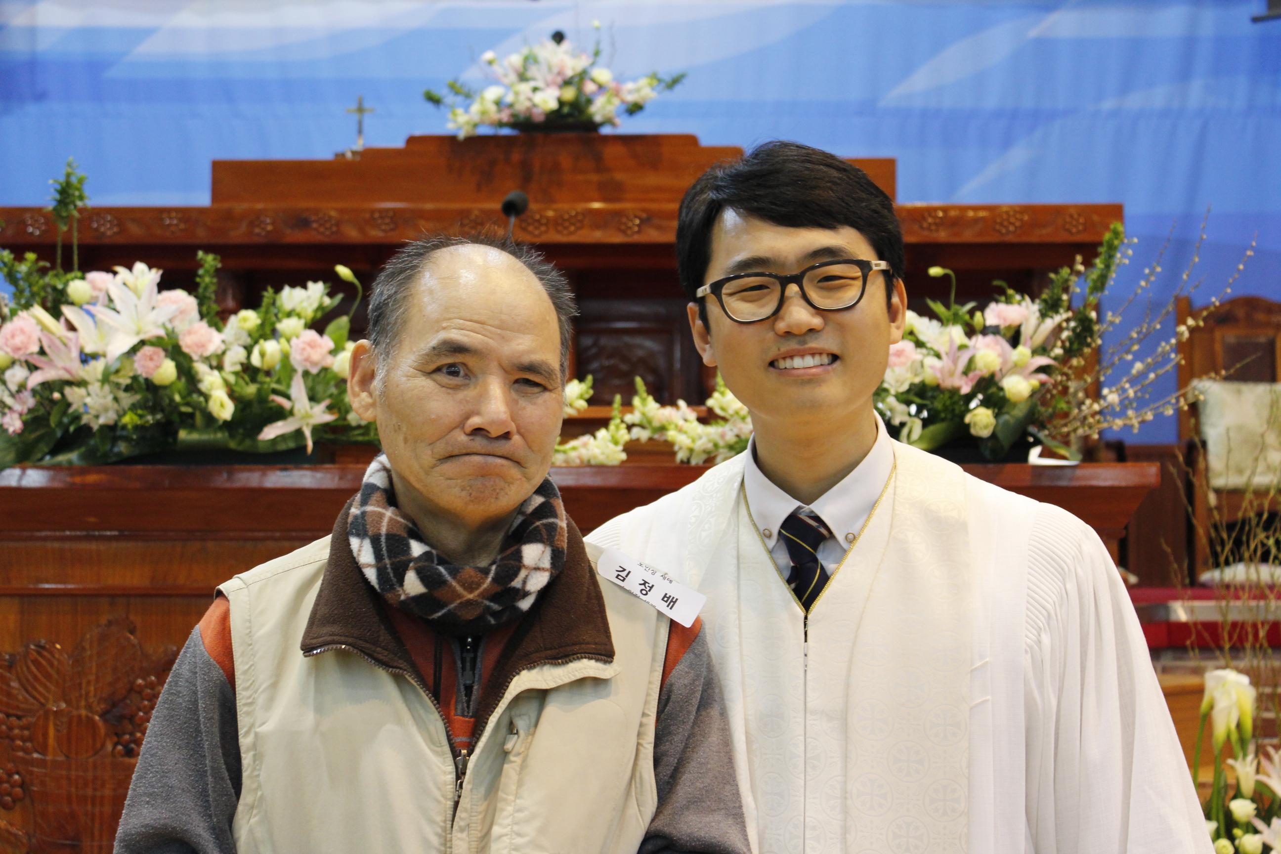 장년 세례식 사진 (14).JPG