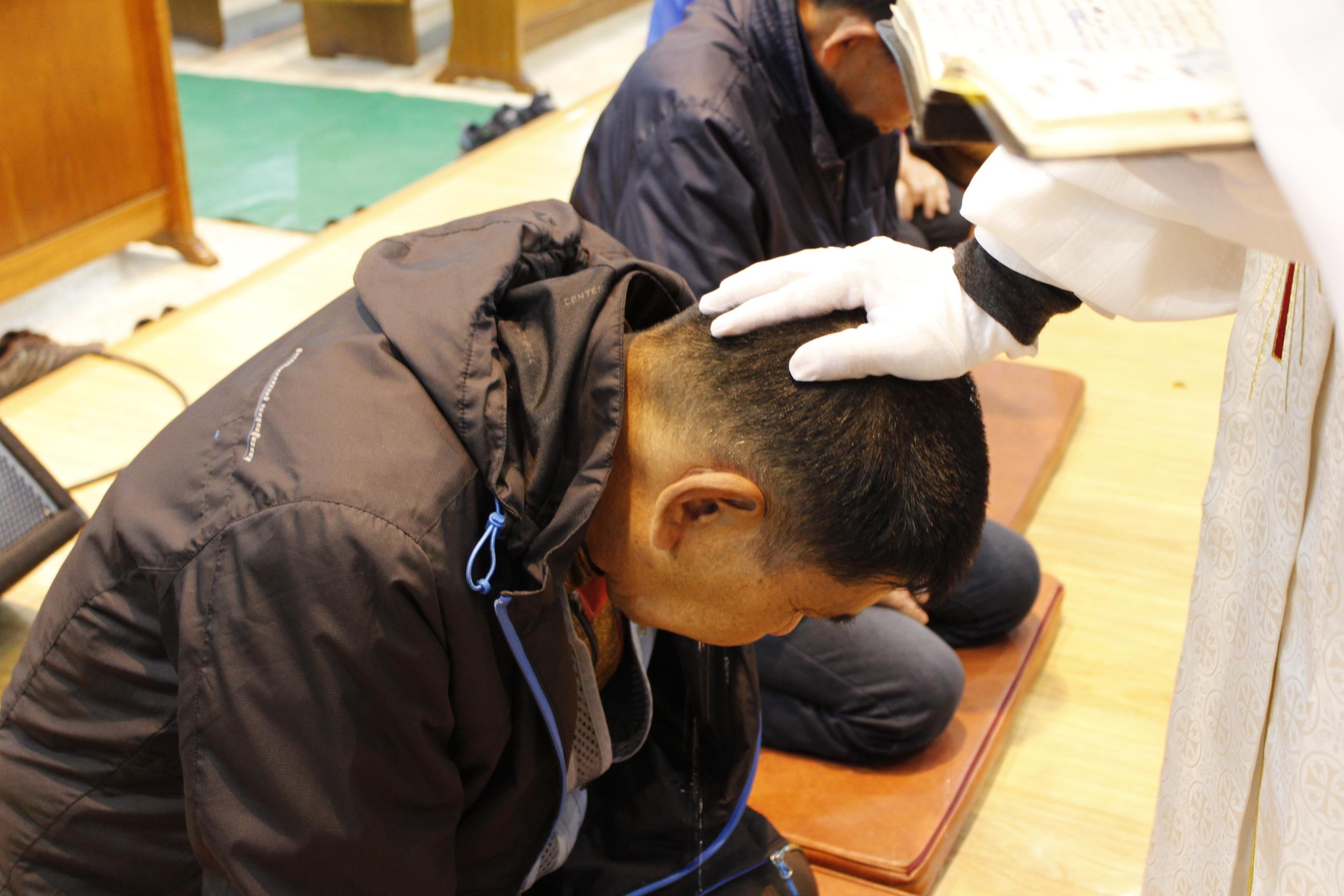 장년 세례식 사진 (2).JPG