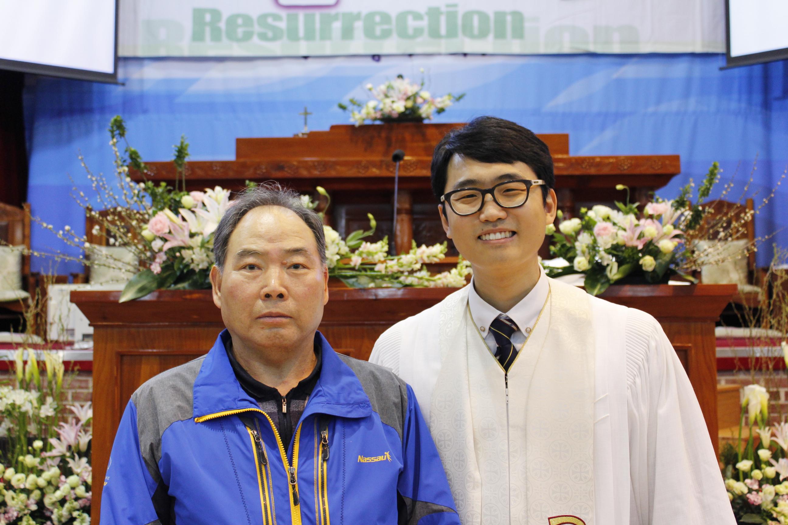 장년 세례식 사진 (13).JPG