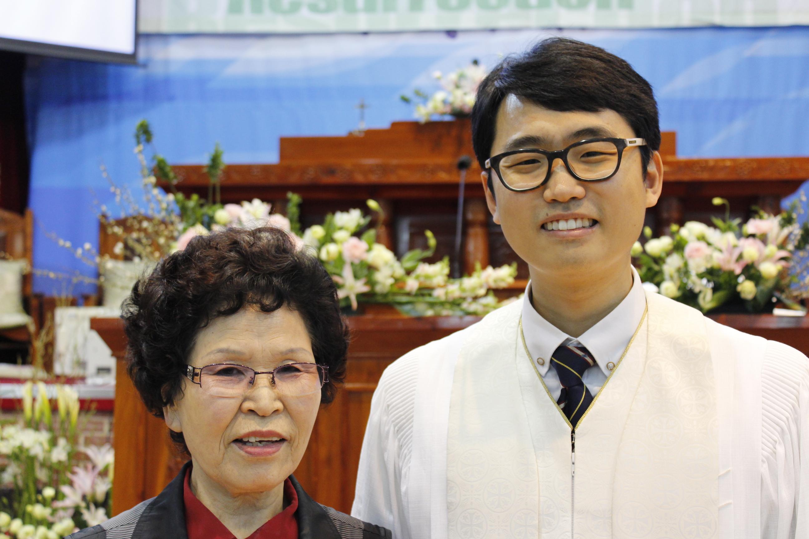 장년 세례식 사진 (10).JPG