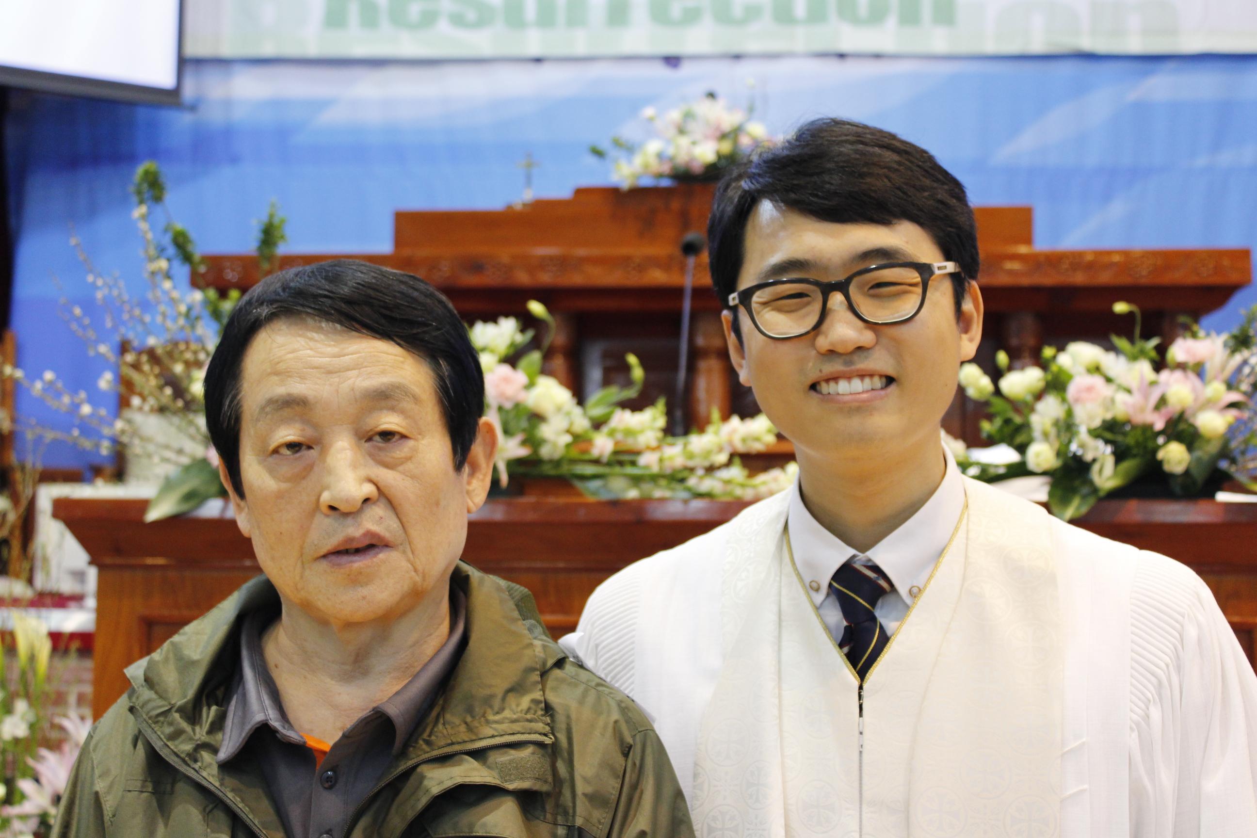 장년 세례식 사진 (12).JPG